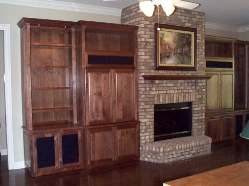 The simple mantel brings the wall together